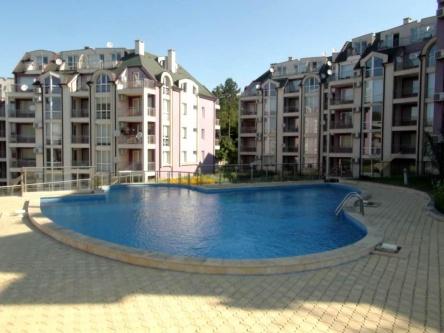 Евтин обзаведен тристаен апартамент до море