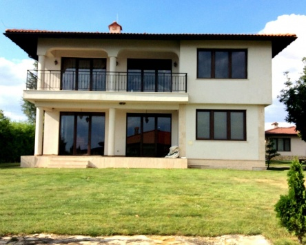 Verkauf einer einzelnen Villa im Golfkomplex Black Sea Rama