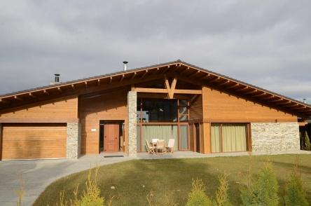 Самостоятелна къща в Пирин Голф Клуб с гараж и сауна