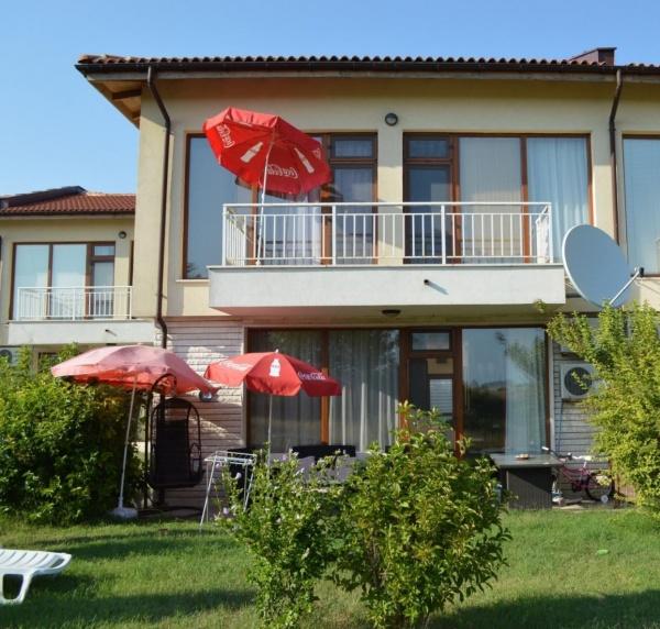 Къща с 3 спални изгодно в голф комплекс Лайтхаус - Балчик