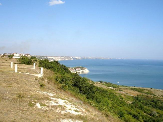 Парцел с проект за къща на първа линия до море и голф игрища