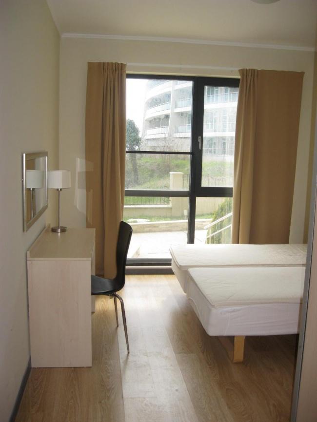 Апартамент с 3 спални на първа морска линия