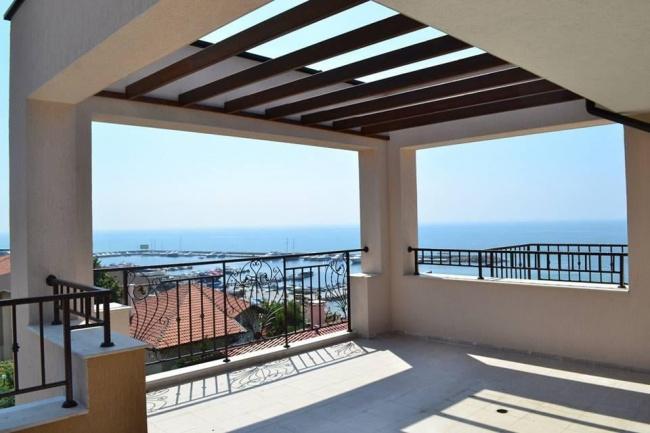 Luxuswohnungen zum Verkauf in erster Meereslinie
