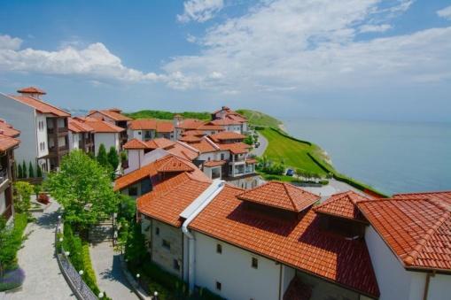 Лукс апартамент с 3 спални в голф комплекс Тракийски скали