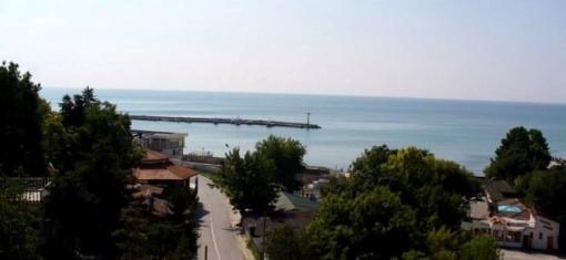 Тристаен апартамент с морска гледка до плаж